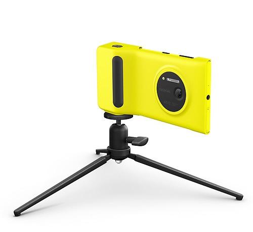 Camera Grip for Nokia Lumia 1020 with tripod jpg Interrompere la ricarica del Lumia 1020 con il Camera Grip montato